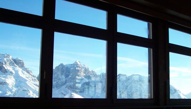 justLoveWalking-winter-window-ed